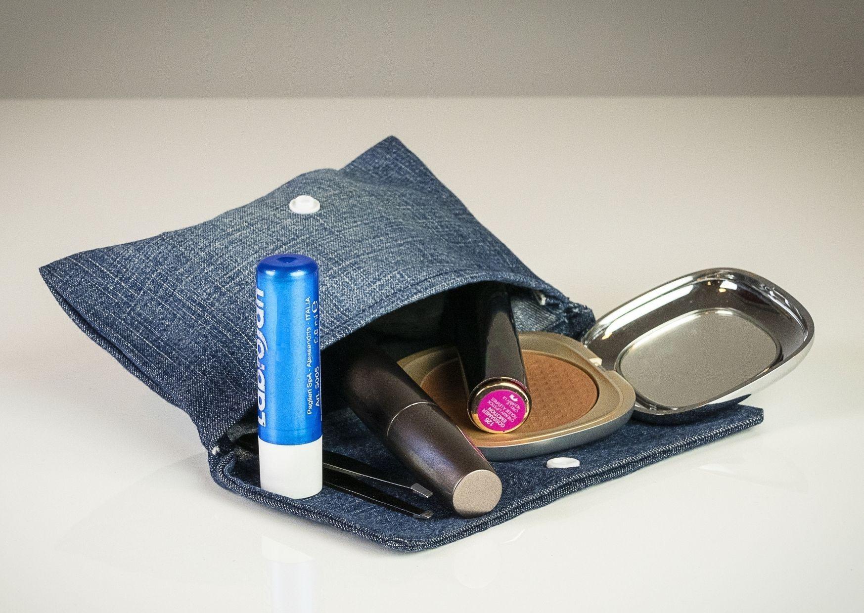 Pochette e portachiavi in tessuto jeans